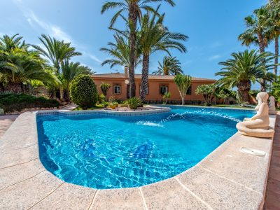 5 bedroom Villa for sale in Torrevieja