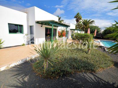 4 bedroom Villa for sale in Playa Blanca (Yaiza)