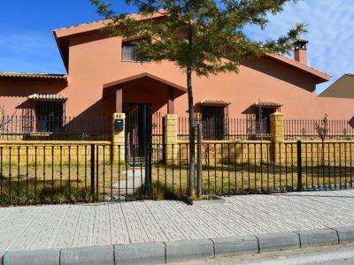 4 bedroom Villa for sale in Iznajar