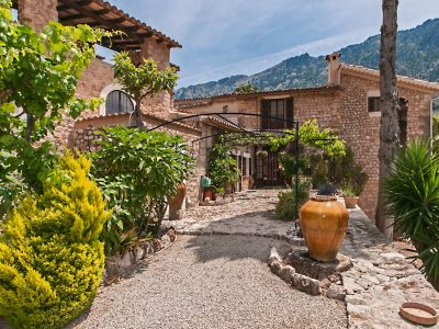 6 bedroom Villa for sale in Fornalutx