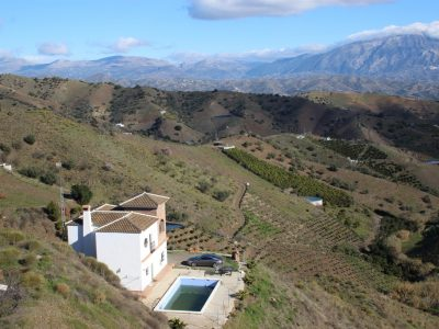 4 bedroom Country house for sale in Iznate
