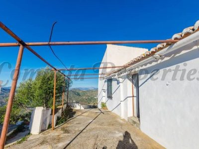 3 bedroom Finca for sale in Competa