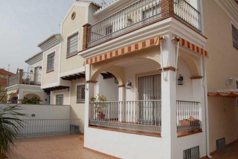 4 bedroom Town house to rent in Nerja