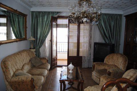 4 soverum Byhus til salg i Sayalonga