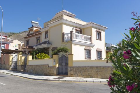 5 bedroom Apartment for sale in Nerja
