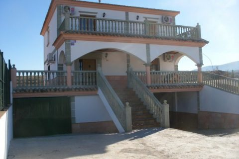 5 bedroom Country house for sale in Freila