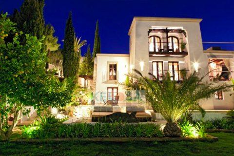 8 bedroom Finca for sale in San Miguel De Balasant