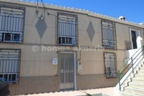 3 bedroom Town house to rent in Taberno
