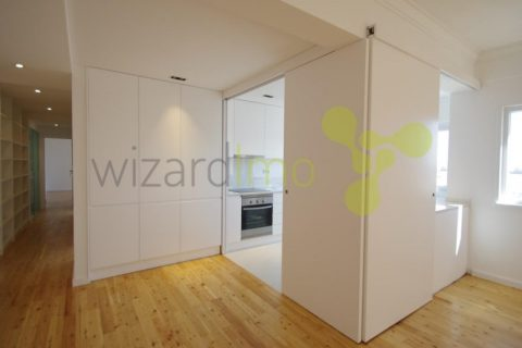3 bedroom Apartment for sale in Amadora