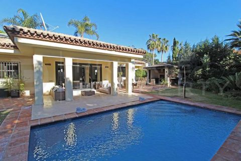 3 sovrum Villa till salu i Estepona