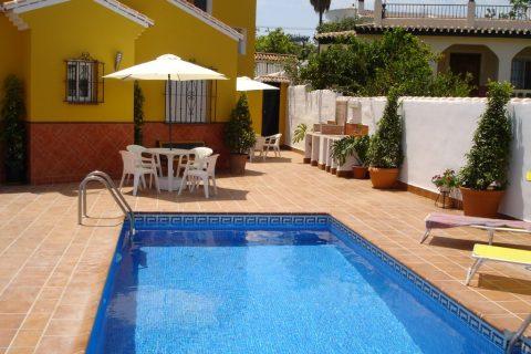 2 bedroom Villa to rent in Nerja