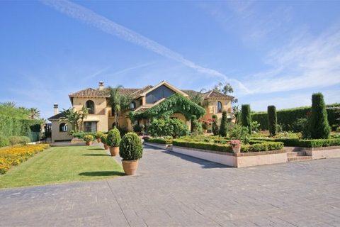 8 bedroom Villa for sale in El Paraiso