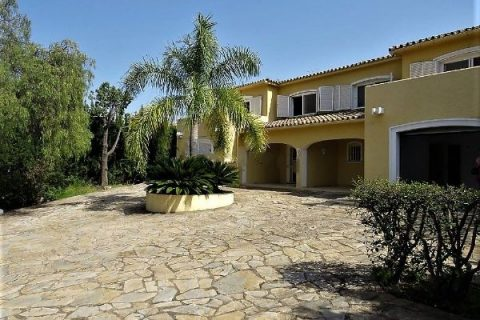 6 sovrum Villa till salu i Estepona