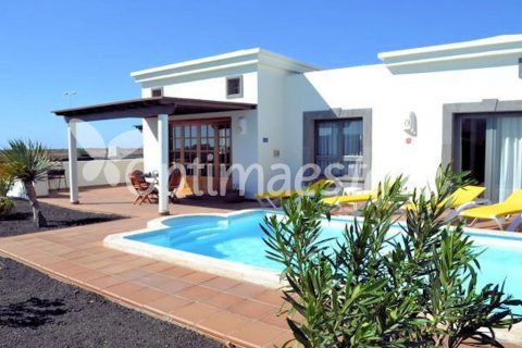 2 bedroom Villa for sale in Playa Blanca (Yaiza)
