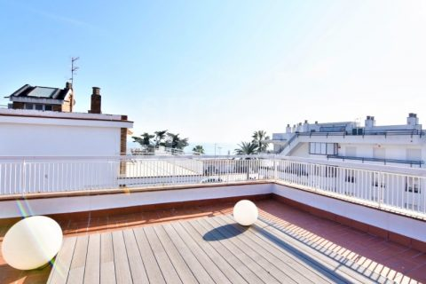 2 bedroom Penthouse to rent in Sitges