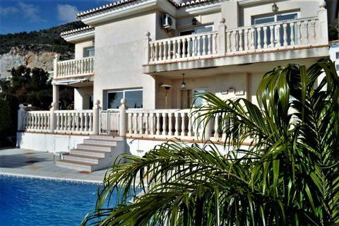 4 habitaciones Villa en venta en Benalmadena